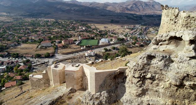 XV. Yüzyıldan Günümüze Seyyahların Gözüyle Divriği Kalesi